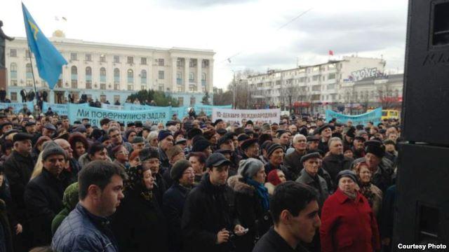 2012 demonstrierten Krimtartaren für Ihre Rechte, die sie gegen die ethnischen Russen verteidigen wollten.