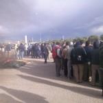 Streikende Arbeiter vor den Werkstoren in San Luis
